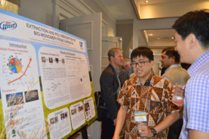 Graduate student Steven Chen (L) explains his work with carinata meal coproducts to SPARC poultry nutritionist Woo Kyun Kim